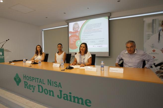 Los ponentes junto a la directora del Nisa Rey Don Jaime, Amparo...