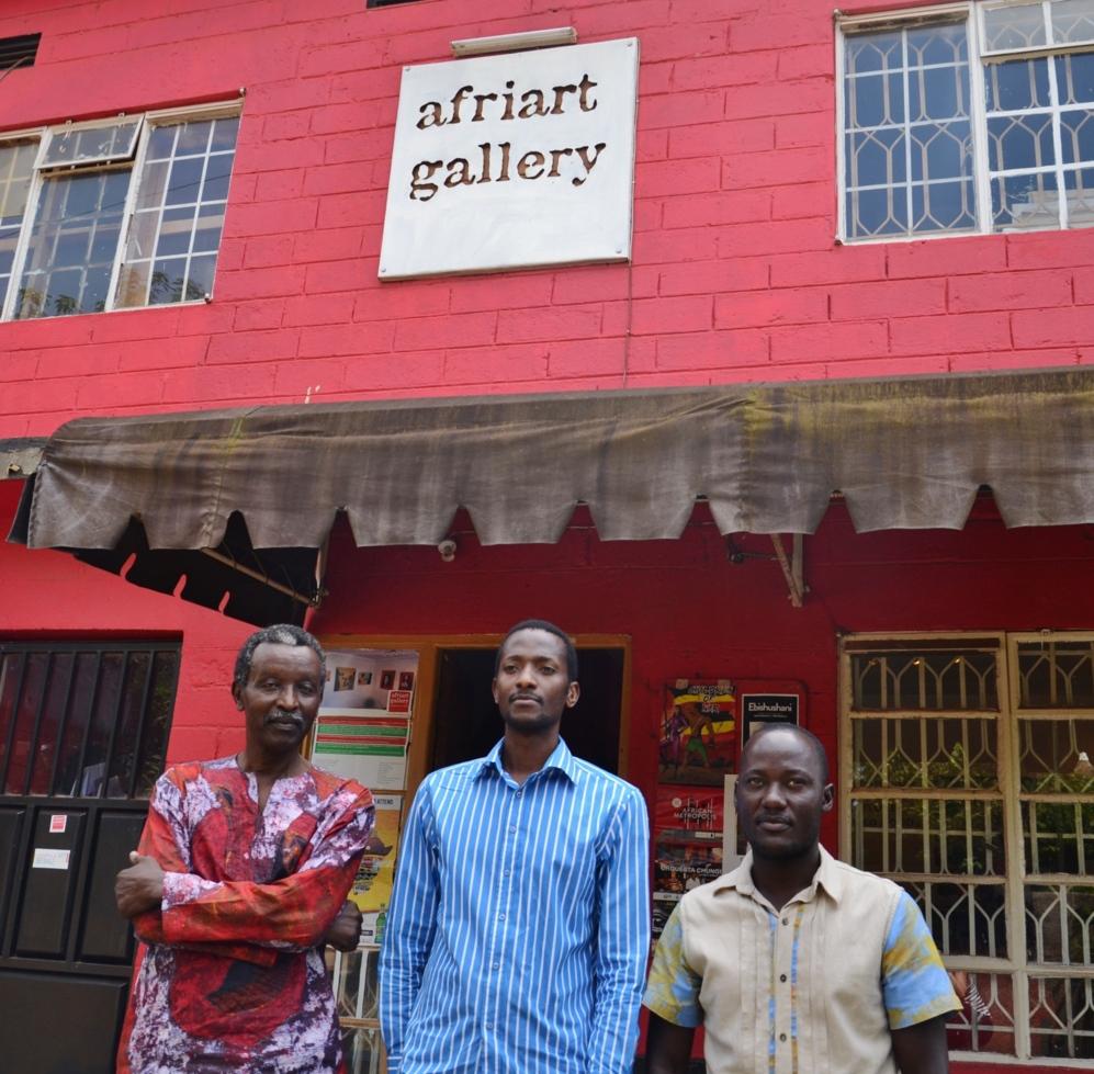 Saana Gateja, Eria Nsubuga y Jjuko Hoods, en Kampala.