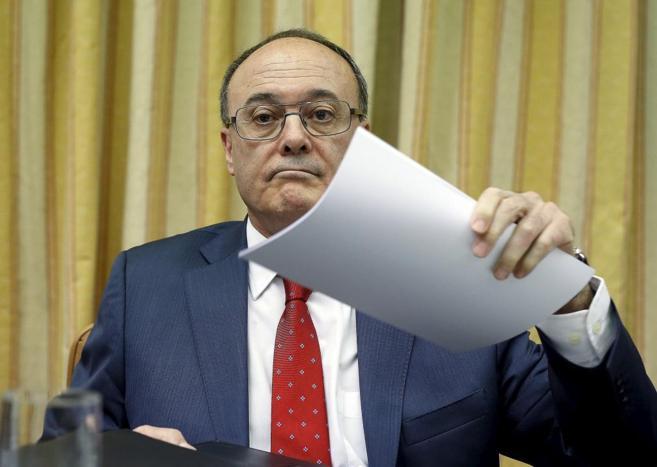 Luis María Linde, durante su comparecencia en la Comisión de...