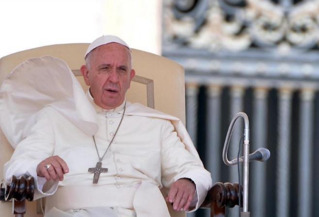 Francisco durante una audiencia general de los miércoles celebrada en...