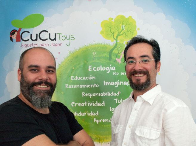 Iván Asegurado (izqda.) y Gonzalo Conejero, fundadores de Cucutoys.