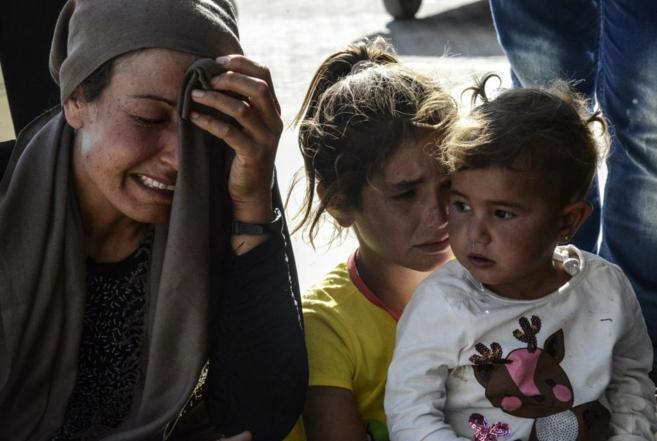 Familiares de heridos en los últimos ataques, lloran a las puertas...