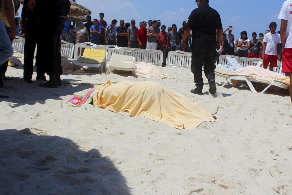 Los disparos comenzaron en la playa y luego se produjeron más en dos...