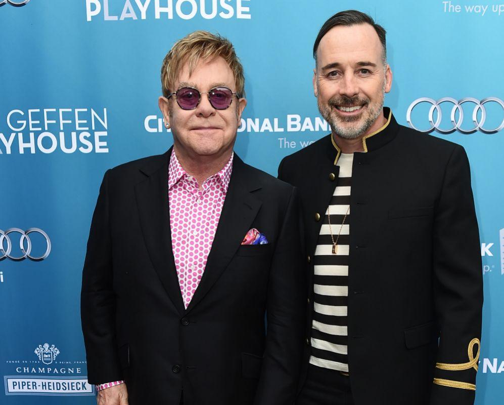 ELTON JOHN. El poderío de Elton John, con más 300 millones de discos...