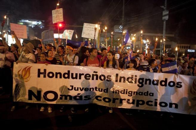 Hondureños del 'Movimiento Indignados' participan en la...