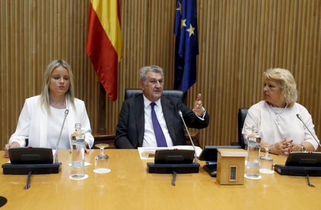 Jesús Posada con la presidenta de la Fundacion Víctimas del...