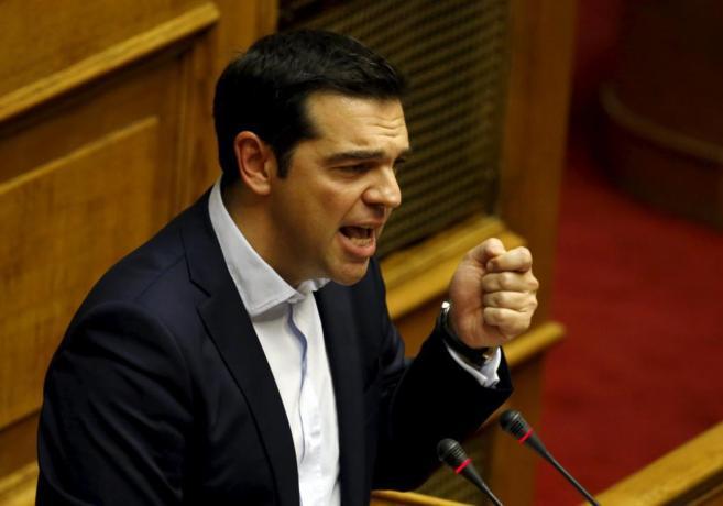 El primer ministro heleno durante su intervención en el Parlamento...