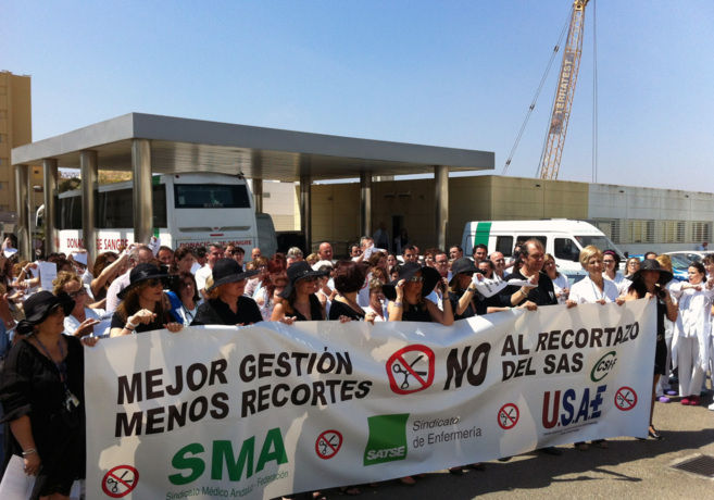 Protesta en Almería de profesionales sanitarios por los recortes...
