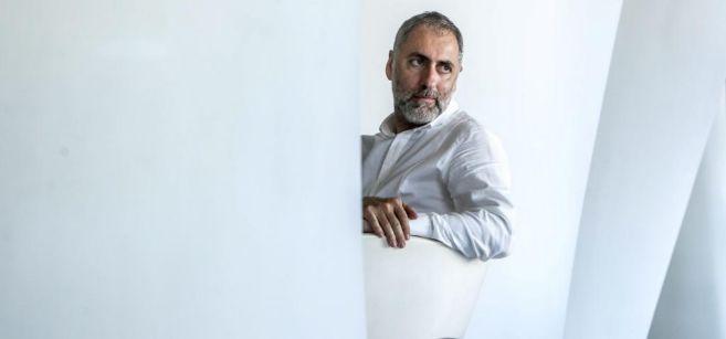 El escritor Mikel Alvira, durante su encuentro con EL MUNDO para...