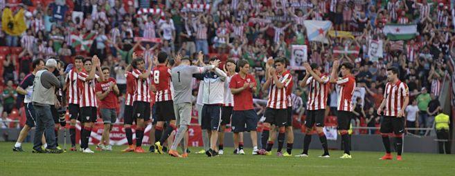 Los jugadores del Bilbao Athletic celebran la victoria ante el Cádiz