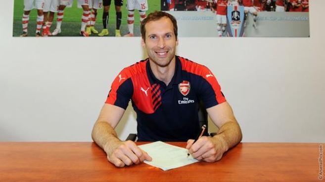 El guardameta firma el contrato con su nuevo equipo, también de...