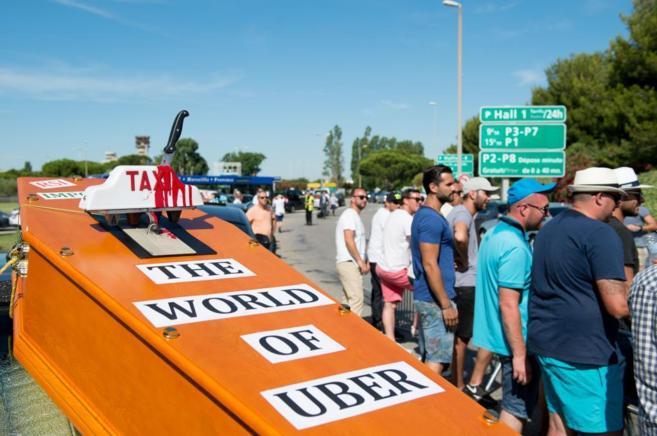 Imágenes de la manifestación de taxistas contra Uber en Francia el...
