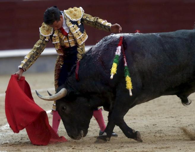 Derechazo de Urdiales a uno adolfo en su última actuación en San...