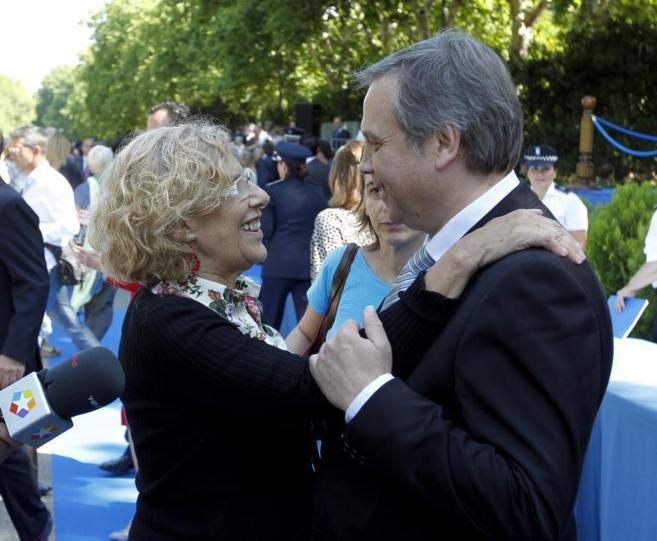 Manuela Carmena y Antonio Miguel Carmona en un acto del Ayuntamiento...
