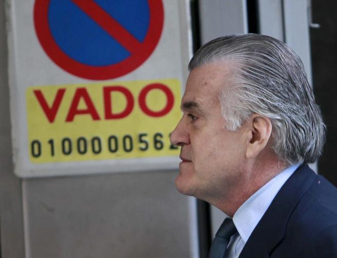 El ex tesorero del PP Luis Bárcenas, saliendo de la Audiencia.