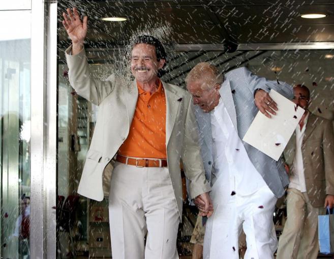 Primer matrimonio homosexual celebrado en España, en Tres Cantos, en...