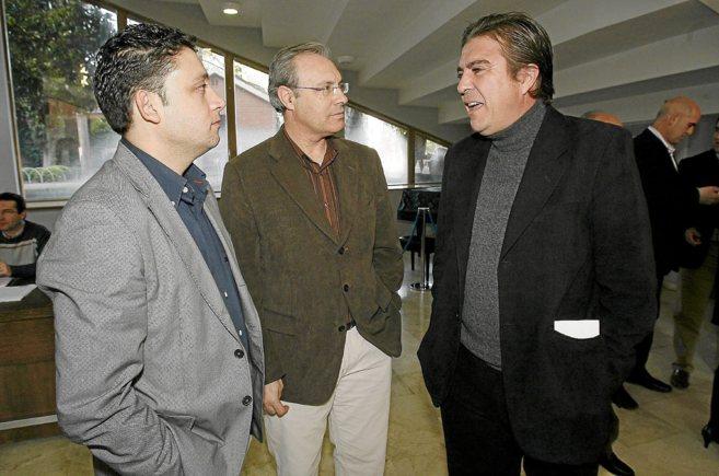 Andrés Luque (derecha) con el ex secretario de Organización del...