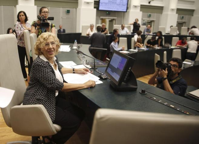 Manuela Carmena, alcaldesa de Madrid, en el Pleno del Ayuntamiento,