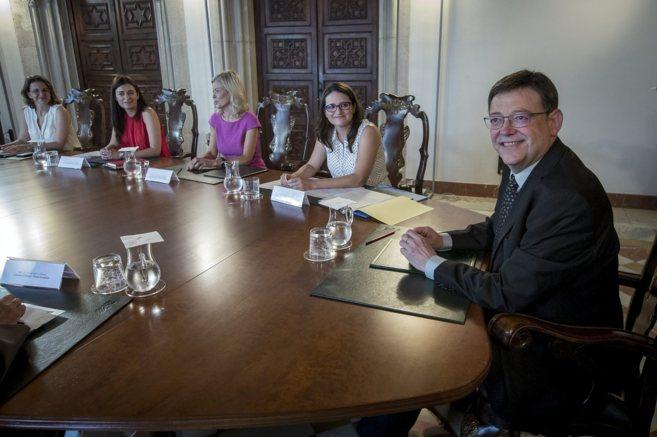 Ximo Puig y los miembros de su gobierno en la primera reunión del...