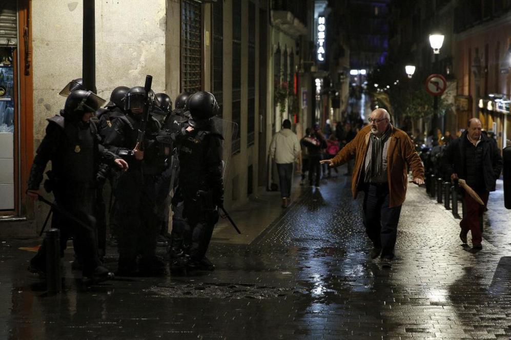 Antidisturbios en el centro de Madrid tras las Marchas de la Dignidad....