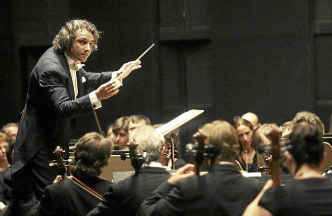 Pedro Halffter con la sinfónica de Sevilla.