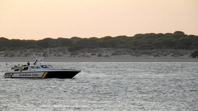 Imagen del río Guadalquivir con el Parque de Doñana al fondo.