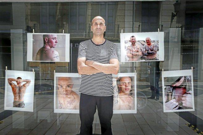 Víctor Ferreira muestra las fotografías de 'La Legión en  la...