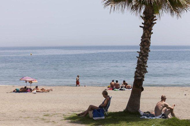 Bañistas en la playa de La Caleta, Málaga