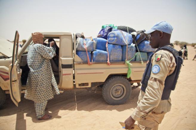 Miembros de la Misión de la ONU en Malí (MINUSMA) en el checkpoint...