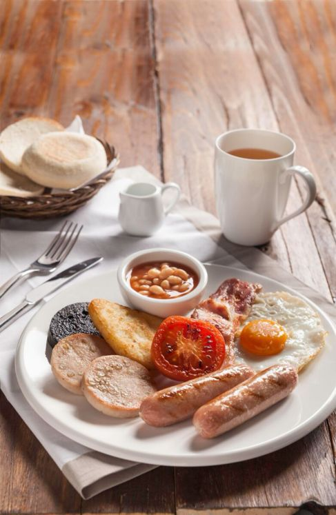 El típico 'irish breakfast' en The Handyman Tavern I.