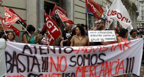 Protesta de trabajadores de Atento y Movistar por sus condiciones...