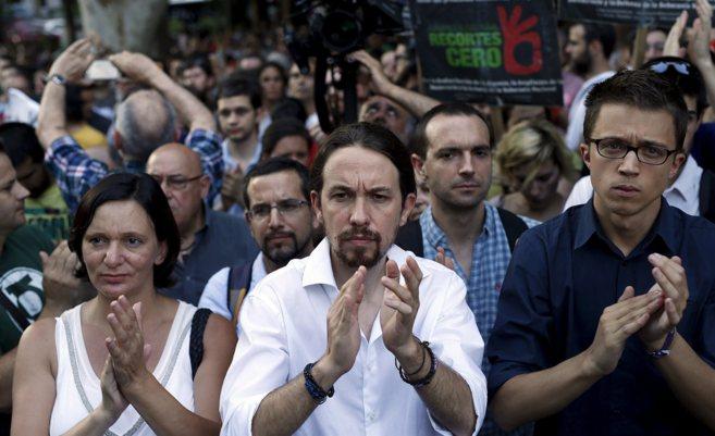 Pablo Iglesias junto a Carolina Bescansa e Íñigo Errejón el pasado...