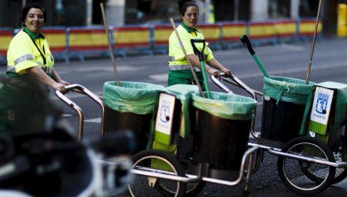 Dos trabajadoras del Ayuntamiento de Madrid el día de la coronación...