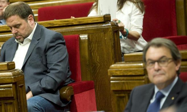 Oriol Junqueras (ERC) y Artur Mas (CiU) en el Parlament