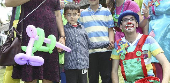 El niño Britanico Ashya King, en la fiesta con la que celebró su...