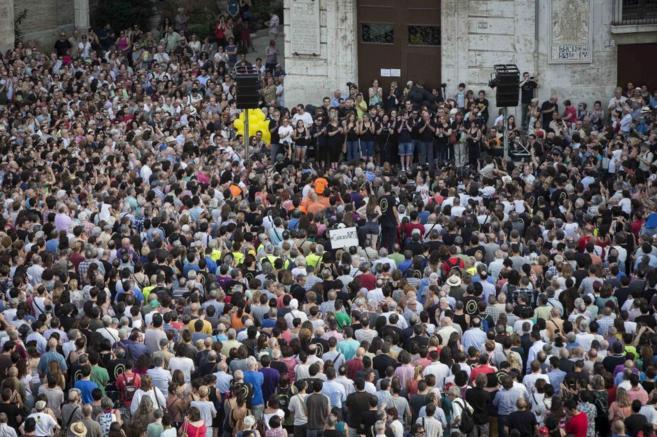 Vista general de la Plaza de la Virgen durante la concentración de...