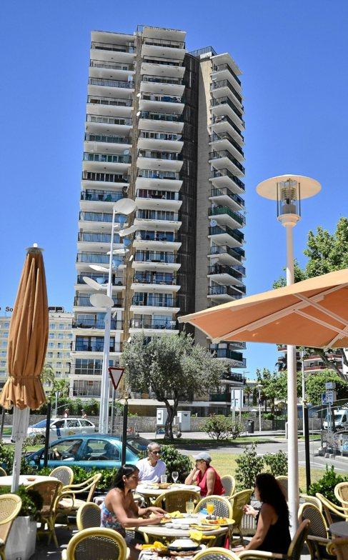 Imagen de un edificio de apartamentos turísticos en Mallorca.