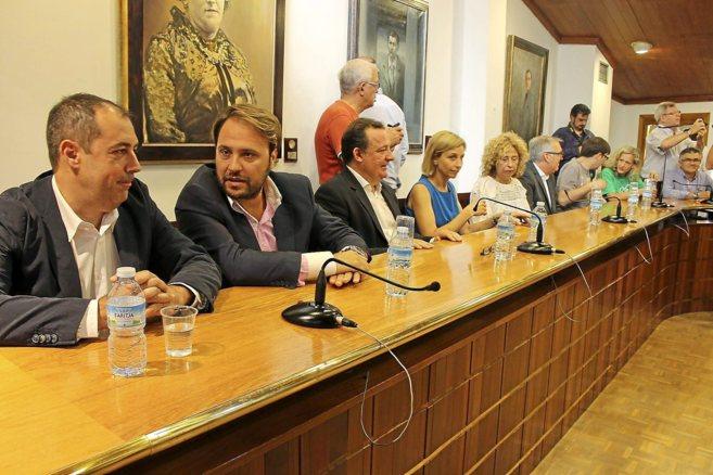 Los regidores del PP, en la oposición por primera vez en el pleno de...