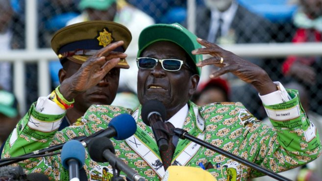 El presidente de Zimbabue, Robert Mugabe,en un mitin, en Harare.