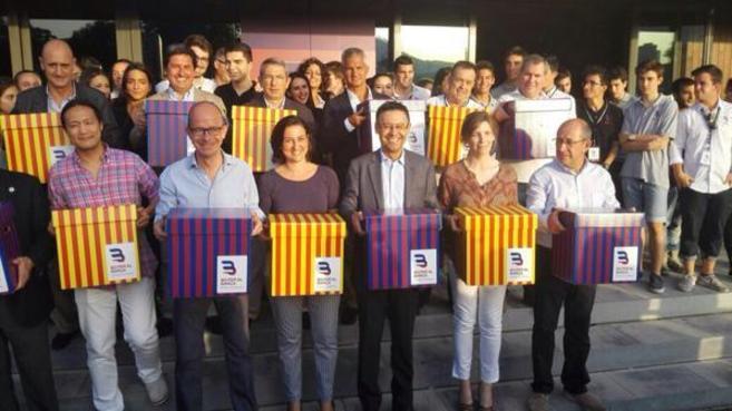 Josep Maria Bartomeu con miembros de su candidatura