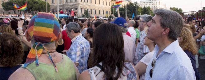 A la derecha, Ángel Garrido, número dos de la Comunidad de Madrid,...