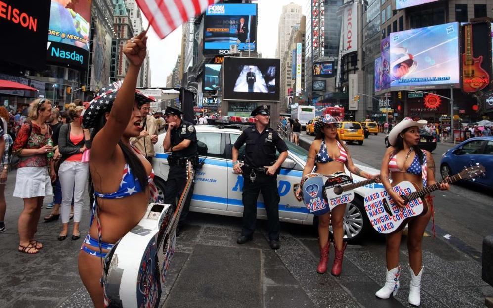 Times Square, uno de los iconos de Nueva York, ocupado por...