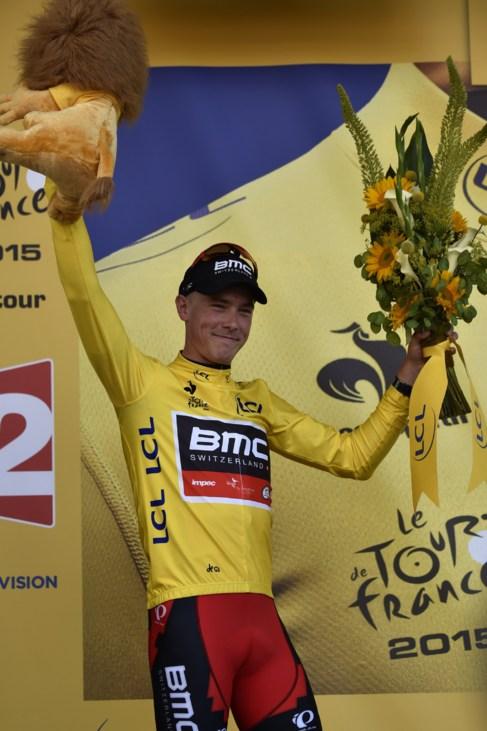 Dennis posa con el maillot amarillo en el Tour 2015