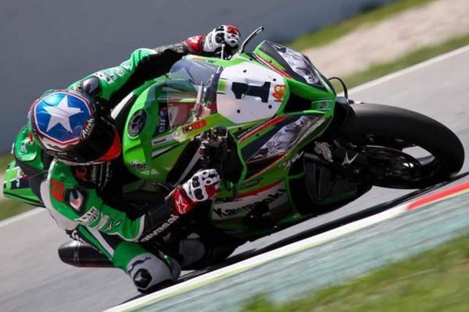 Kenny Noyes durante una carrera de Superbikes
