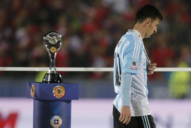 Messi se aleja del trofeo tras la derrota en la final
