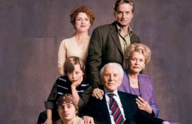 Diana Douglas, su exesposo Kirk Douglas y sus hijos.
