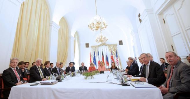 La mesa de negociaciones del G5+1 e Irán, esta mañana, en Viena.