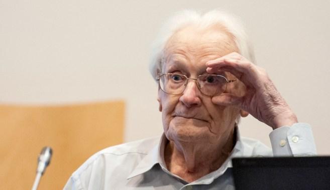 Oskar Gröning durante la sesión de su juicio en Lüneburg