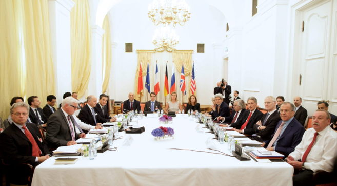Los representantes de las seis grandes potencias e Irán reunidos hoy...