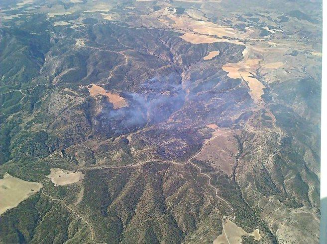 Vista aérea de las zonas afectadas por el incendio que afecta a la...